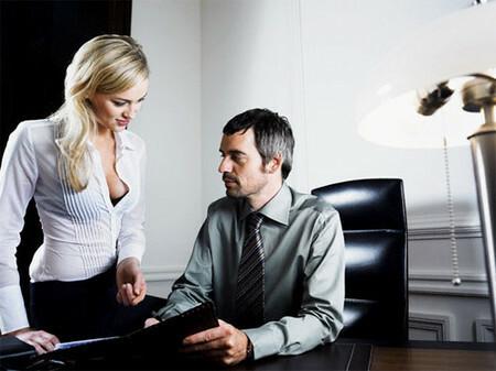 Bạn gái thường mắc ảo hở ngực khi đi làm việc ở công sở 1