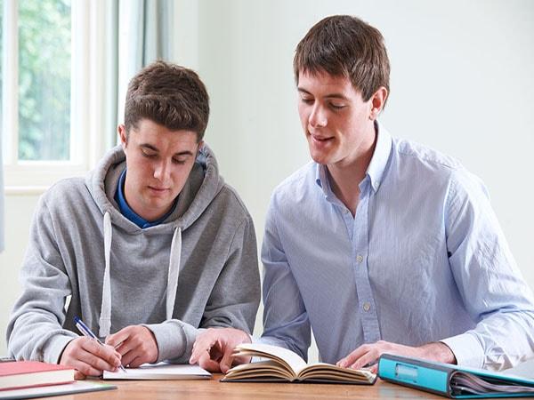 Nên chọn gia sư là giáo viên hay sinh viên thì tốt hơn? 2