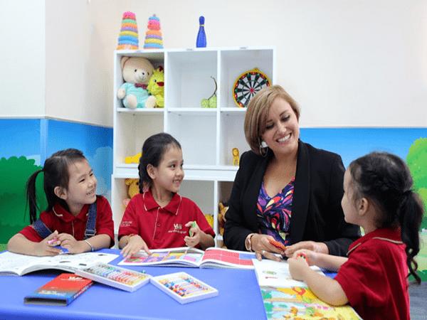 Trẻ mấy tuổi nên bắt đầu được học thêm tiếng Anh?