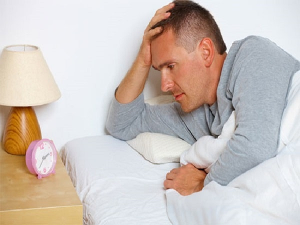 Cách trị bệnh mất ngủ an toàn cho người ở độ tuổi trung niên 1