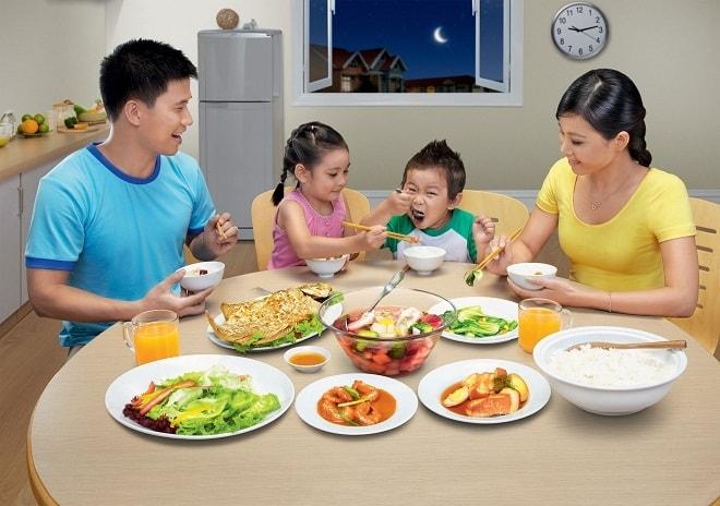 Dạy trẻ ăn đúng cách