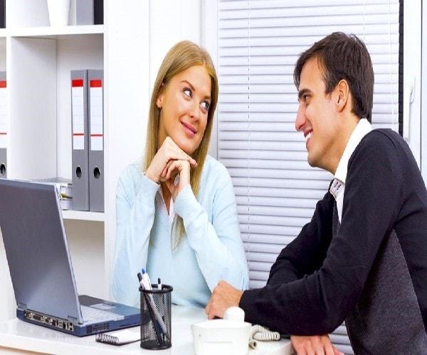 Hẹn hò với đồng nghiệp sẽ khiến bạn háo hức chuẩn bị đồ và trang điểm vào buổi sáng