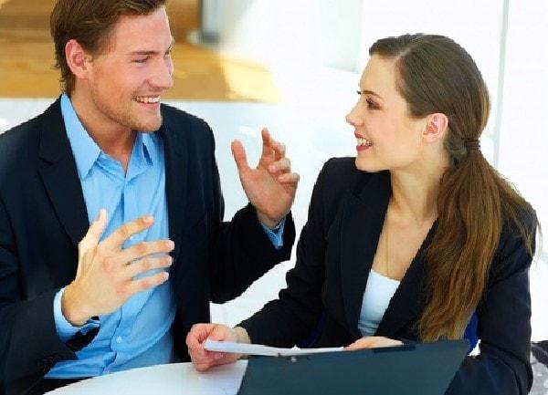 Hãy nở một nụ cười thật tươi khi giao tiếp với đối phương nhé
