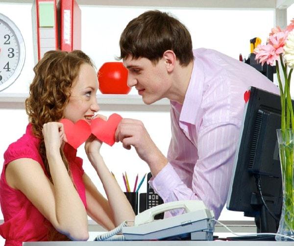 Hãy luôn chuẩn bị tâm lý lắng nghe những lời bàn tán về tình yêu của hai bạn