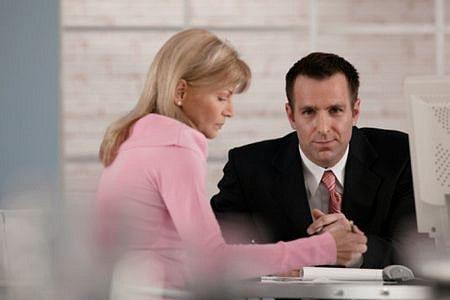 Khi lựa chọn yêu bạn trai ít hơn 10 tuổi bạn cần cố gắng nhiều hơn trong công việc và cuộc sống