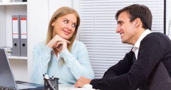 Yêu người ít hơn 10 tuổi cùng công ty nên duy trì mối quan hệ thế nào?