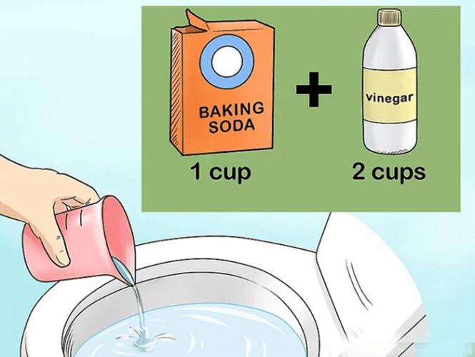 Sử dụng baking soda, dấm và nước sôi để thông tắc bồn cầu